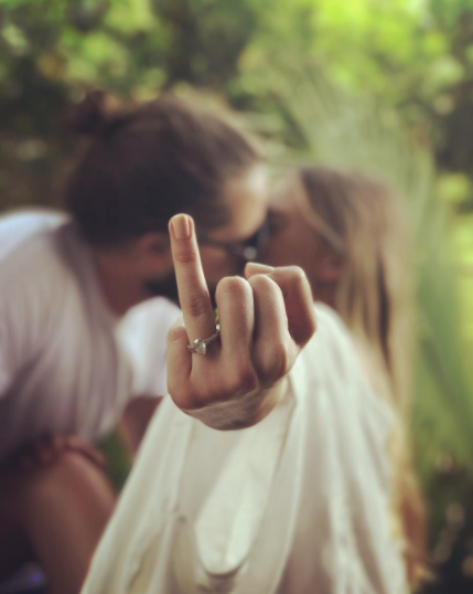 margot robbie engagement ring