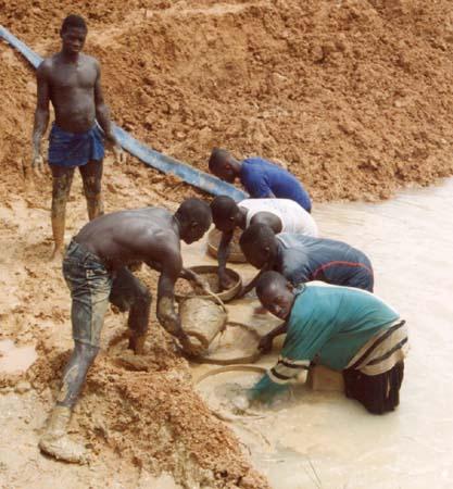 sierra leone miners panning