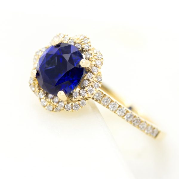 yellow gold entwine with blue sapphire