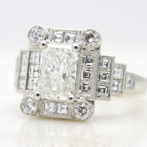 radiant-cut-diamond-with-round-and-carre-cut-diamond-halo
