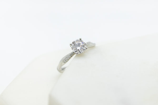 lab grown centre diamond engagement ring